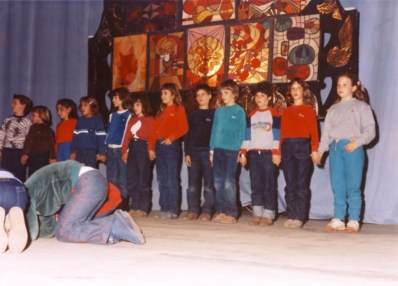 תמונה 4- 64 - ילדי קבוצת אנפה בחנוכה 1984 - שמות בגב התמונה ובסכום