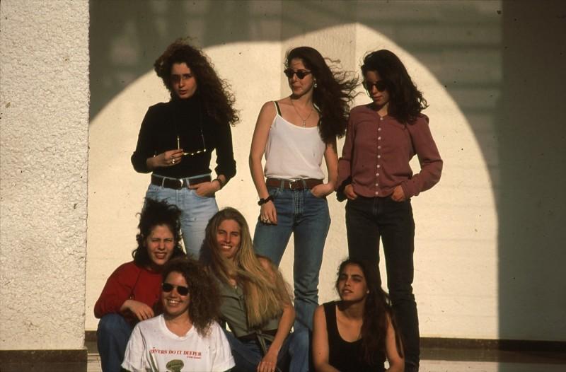 שקופית 7- 195 -ג'ש 1993-בנות קב' אתרוג-תמי רונטל דפנה יסעור איה אלדן
