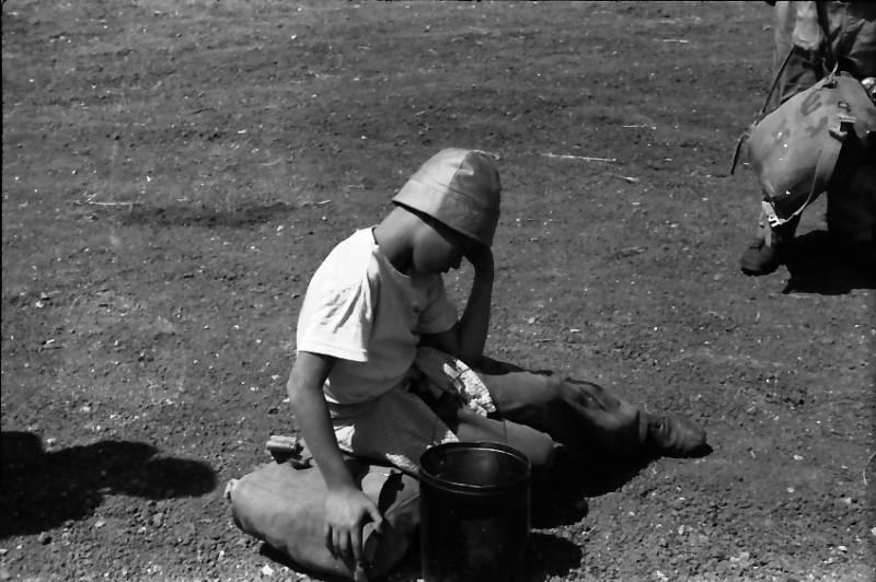תמונה 2- 591 -ג'ש 1960-קב' גפן בטיול