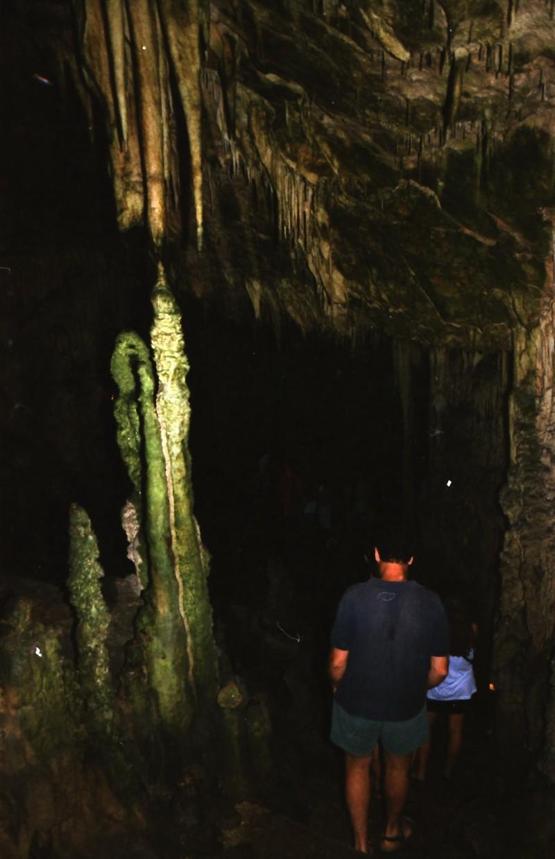 תמונה 18- 304 -גש 1991-בטיול ליוון-קב חורש-במערת נטיפים