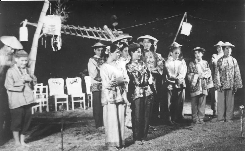 תמונה 9- 21 - הצגת הנסיך הגנוב-קבוצת נרקיס 1963