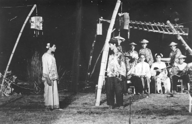 תמונה 1- 21 - הצגת הנסיך הגנוב-קבוצת נרקיס 1963 - תזמורת וספי מרגלית וגילה קרונפלד