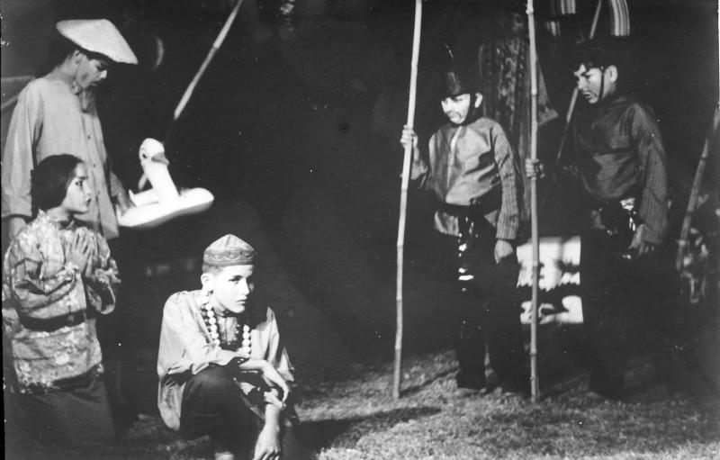 תמונה 3- 21 - הצגת הנסיך הגנוב-קבוצת נרקיס 1963