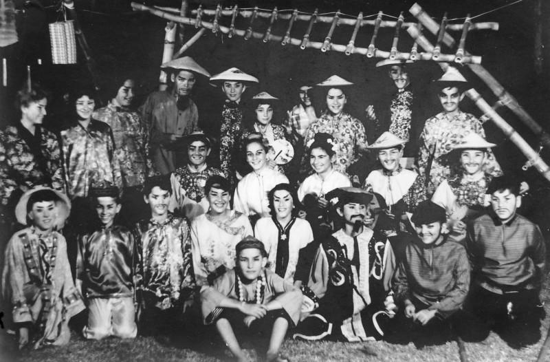 תמונה 6- 21 - הצגת הנסיך הגנוב-קבוצת נרקיס 1963 - שמות בגב התמונה ובסיכום