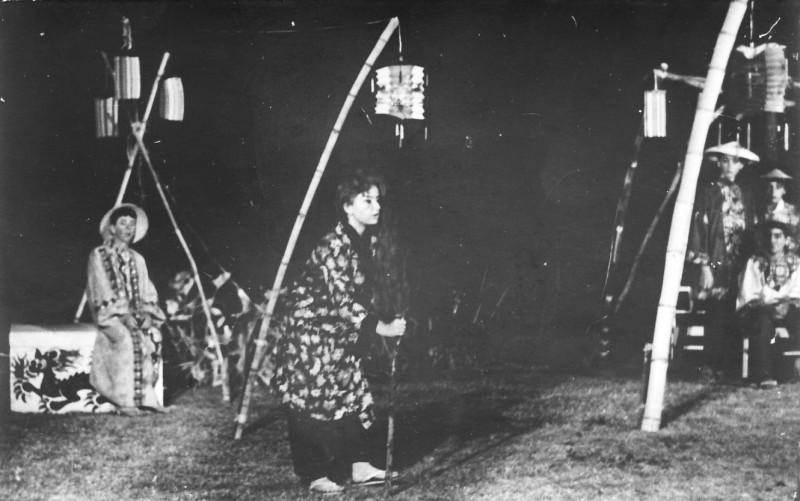 תמונה 7- 21 - הצגת הנסיך הגנוב-קבוצת נרקיס 1963