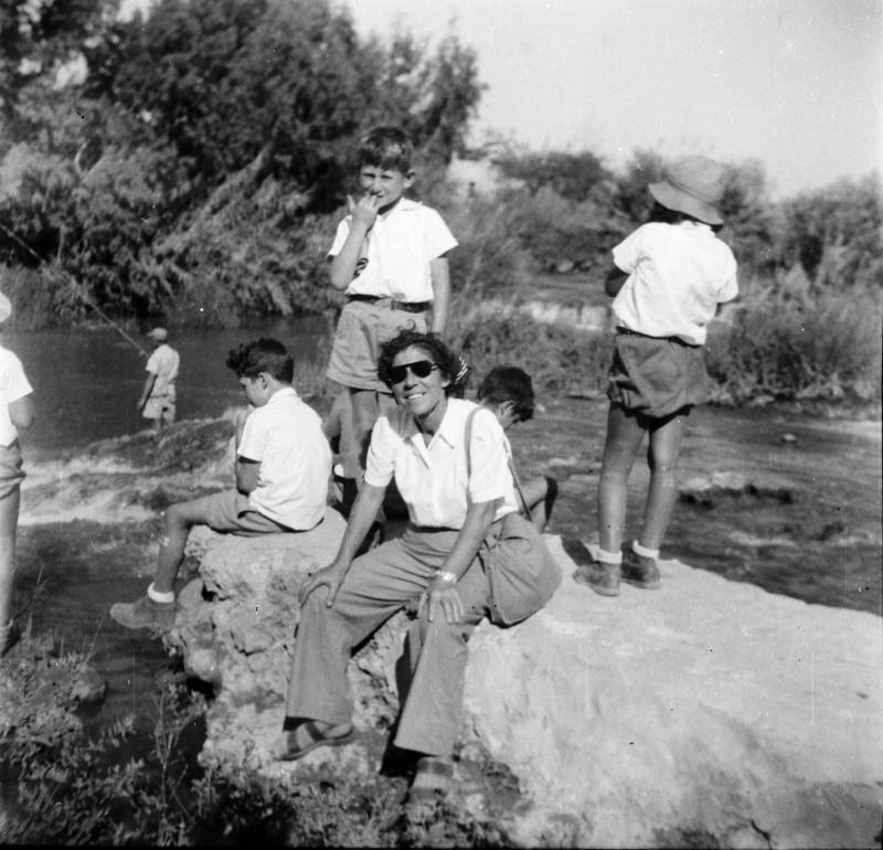 תמונה 66- 411 - צשקה בטיול עם קבוצת נשר - 1947-9 - מיכה זכאי