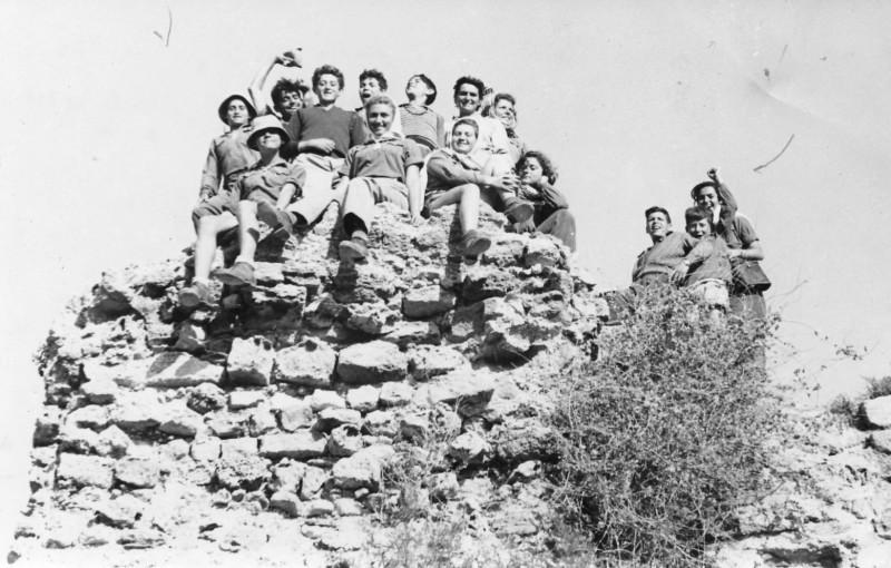 תמונה 2- 125 - קבוצת נשר בטיול בכרמל - אלי שילוני עדה מרים רז-מדריכה מיכל שבלים נעמה חבצלת