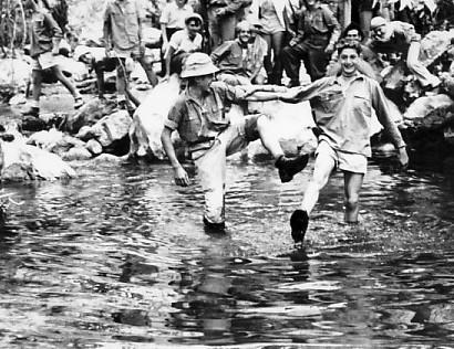 תמונה 3- 36 - טיול קבוצת נשר שנות ה-50 - עמוס גורן ודוד שני