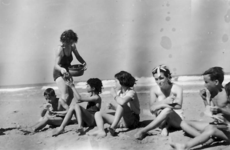 תמונה 3- 593 -ג'ש 1950-3-קבוצת נשר בים-דליה פלגי