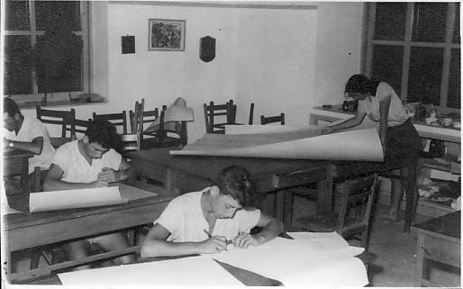 תמונה 6- 37 - שעור של קבוצת נשר שנות ה-50 - שאול קנז אברהם בנדק דליה פלגי