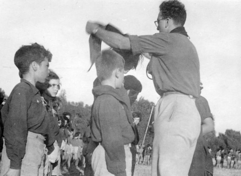 תמונה 9- 140 - קבוצת נשר במפקד קבלת עניבות - ראובן שפירא רינה פרנק מיכה זכאי