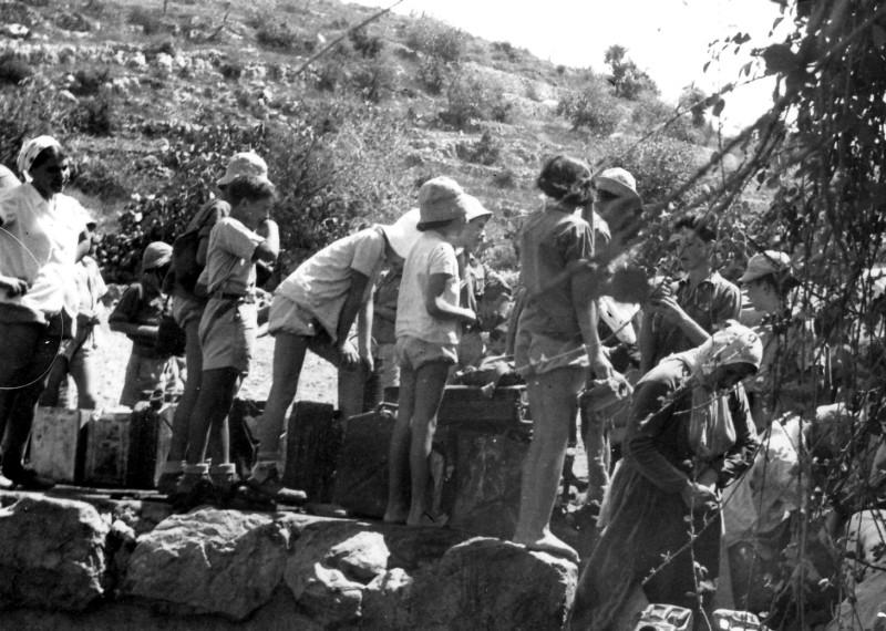 תמונה 11- 218 - קבוצת נשר בטיול טבע - שנות ה-40-50