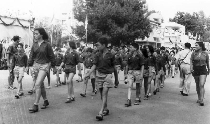 תמונה 13- 593 -ג'ש 1950-3-קבוצת נשר במצעד בעיר-דליה פלגי מיכל זיידנברג