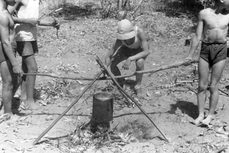 תמונה 14- 124 - במחנה צופי תחילת שנות ה-50 - קבוצת נשר - מיכה זכאי אריה חן-ג'קסון