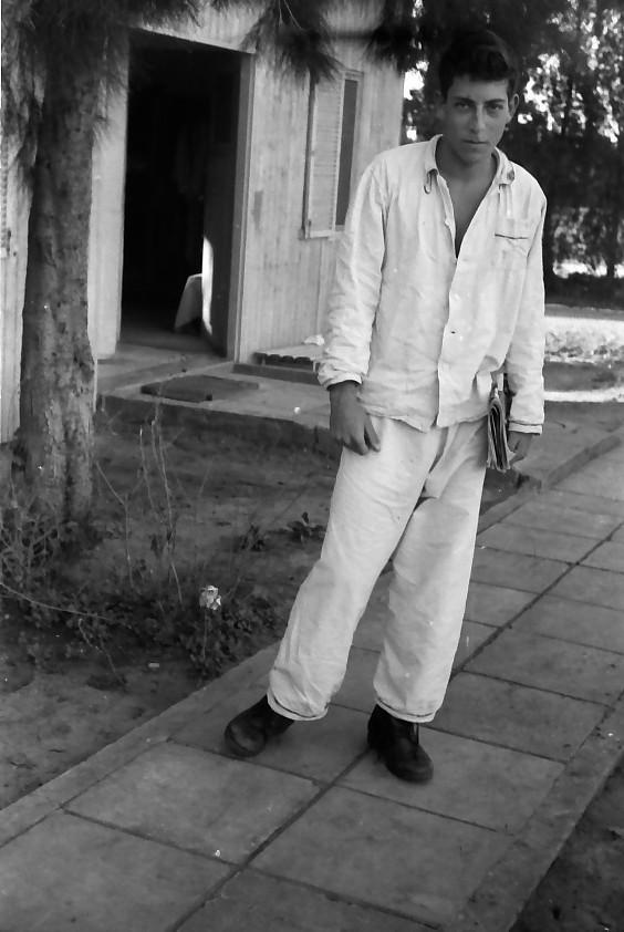 תמונה 16- 640 -ג'ש 1957-קבוצת נשר-שאול קנז בפיז'מה