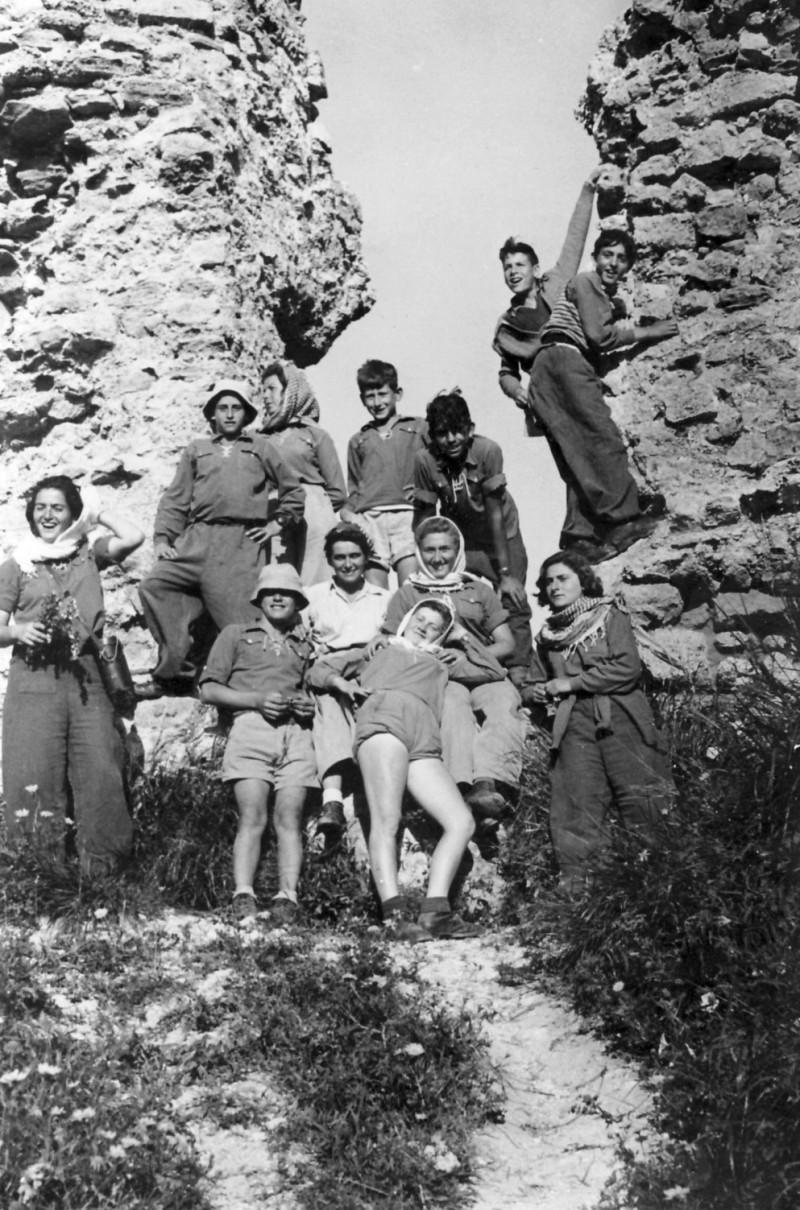 תמונה 18- 123 - קבוצת נשר-טיול כתה ז - אלי שילוני דליה פלגי מרים רז-מדריכה מיכה זכאי רן כהן