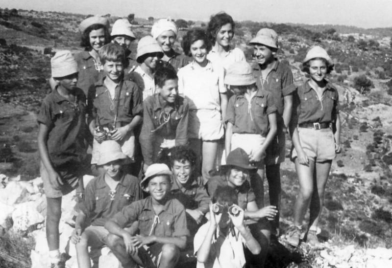 תמונה 21- 140 - קבוצת נשר בטיול לכרמל 1951 - כפולה של 22