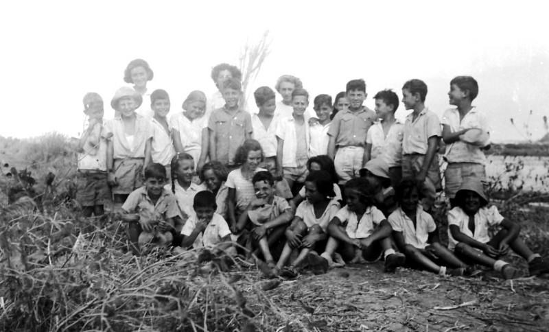 תמונה 39- 412 - קבוצת נשר עם צשקה בטיול 1947-9