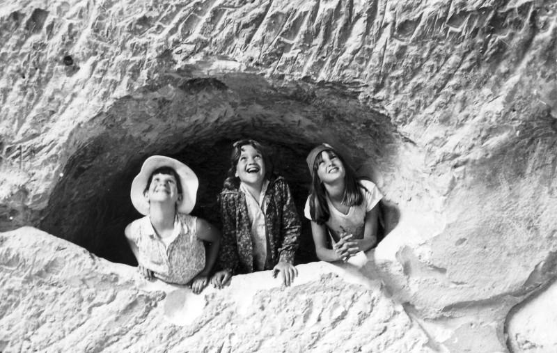 תמונה 1- 230 - קבוצת מעין 1975 - אילנה ברק אורית הראבן כלנית סיון