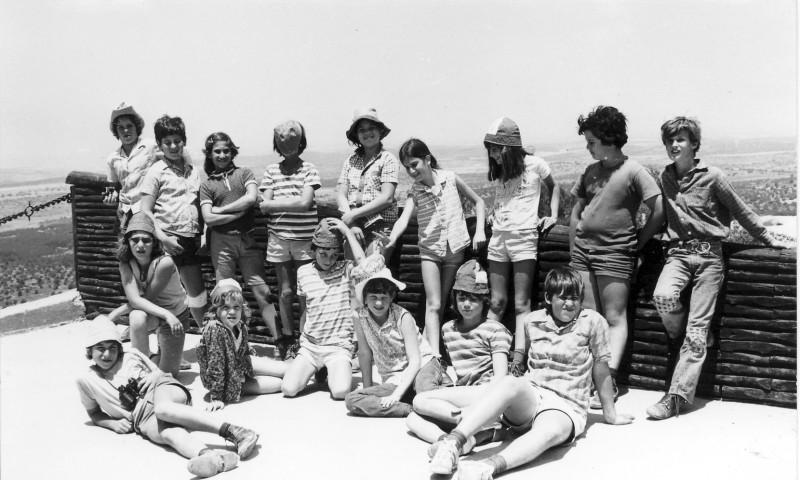 תמונה 2- 230 - קבוצת מעין בטיול 1975 - שי ברלינסקי אורית הראבן כלנית סיון-שאר שמות-בסיכום