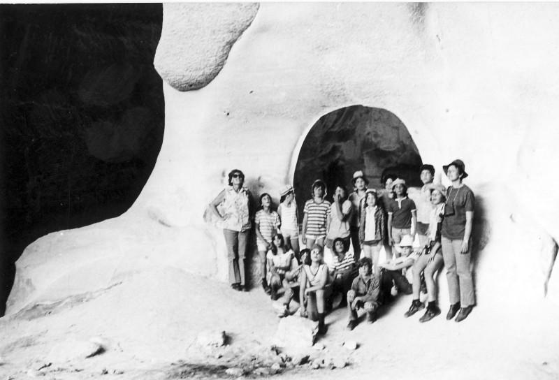 תמונה 7- 239 - קבוצת מעין בטיול במערות בית גוברין 1975