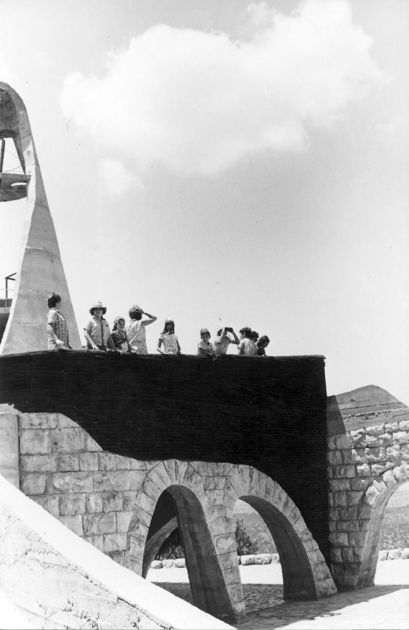 תמונה 9- 230 - קבוצת מעין בטיול בירושלים 1975