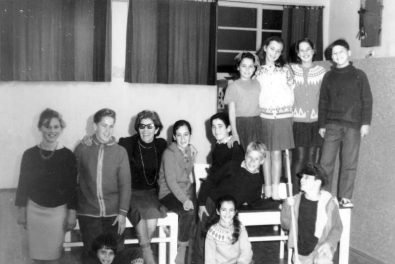 תמונה 12- 219 - צשקה עם ילדי קבוצת סנונית והדס - שנות ה-60
