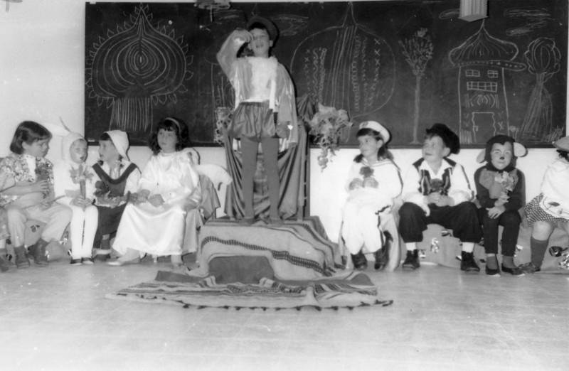 תמונה 1- 224 - קבוצת ערבה בפורים 1967 - אודי להבי הדס שי עומר ערמון נעמה בן-סימון גלי פרנק סנונית