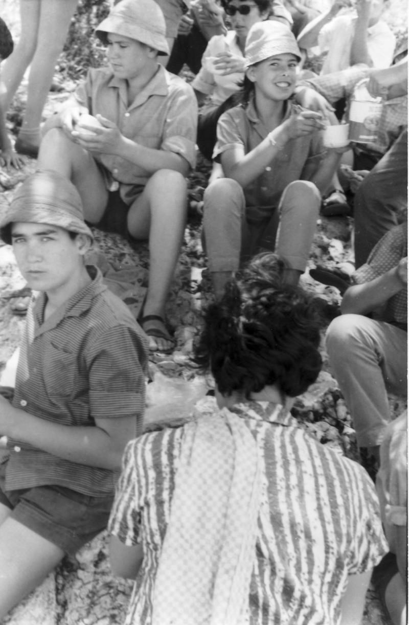 תמונה 10- 128 - קבוצת סנונית - עמיחי לוי עמיר ליזון איריס הגני-כנען