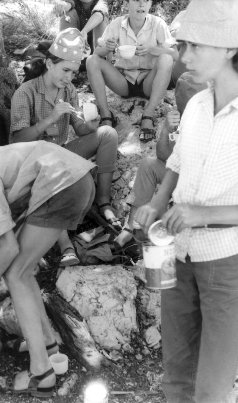 תמונה 11- 128 - קבוצת סנונית בטיול - תלמה קלמן דורית מרינברג