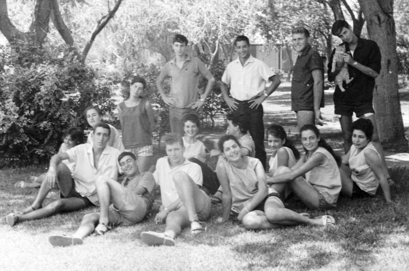 תמונה 14- 121 - קבוצת רקפת במוסד