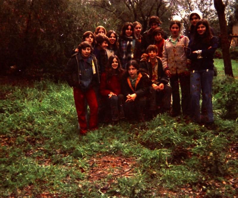 תמונה 19- 260 -ג'ש 1976-9-נערי קבוצת שדה במוסד