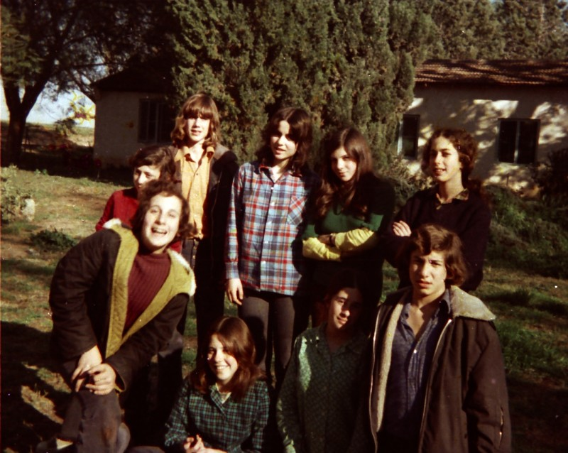 תמונה 21- 260 -ג'ש 1976-9-נערי קבוצת שדה במוסד