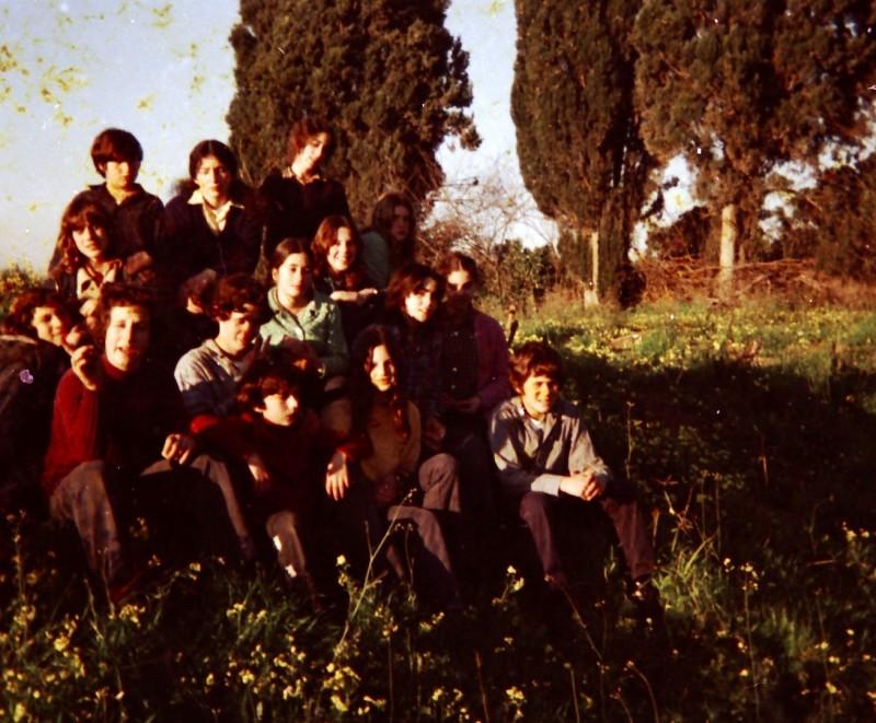 תמונה 24- 260 -ג'ש 1976-9-נערי קבוצת שדה במוסד
