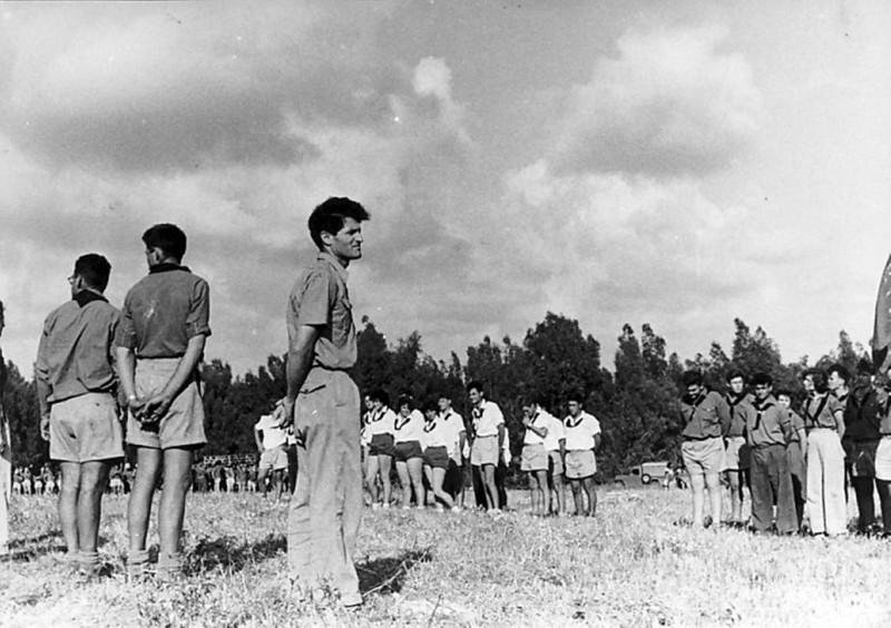 תמונה 6- 5 - מפקד שומרי עם נתן יונתן שנות ה-50 - בחולצות לבנות - קבוצת תומר - מאיר לוי יצחק קלמנט