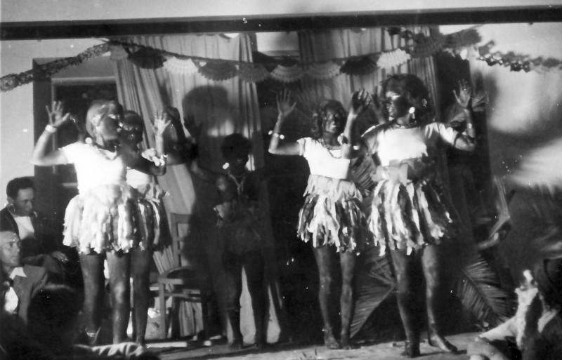 תמונה 7- 370 - פורים 1950 - ריקוד הכושיות - קבוצת תומר