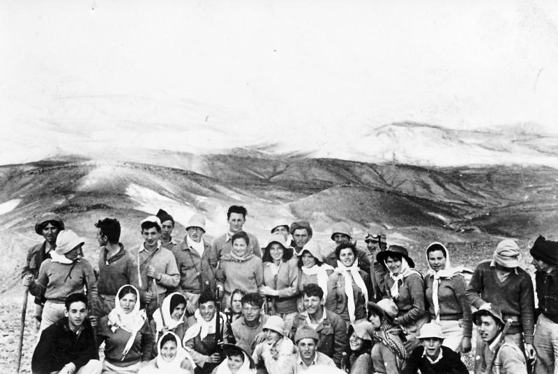 תמונה 46 -946 -ג'ש 1948-52-קב' יסעור-טיול לדרום-שמות בסכום