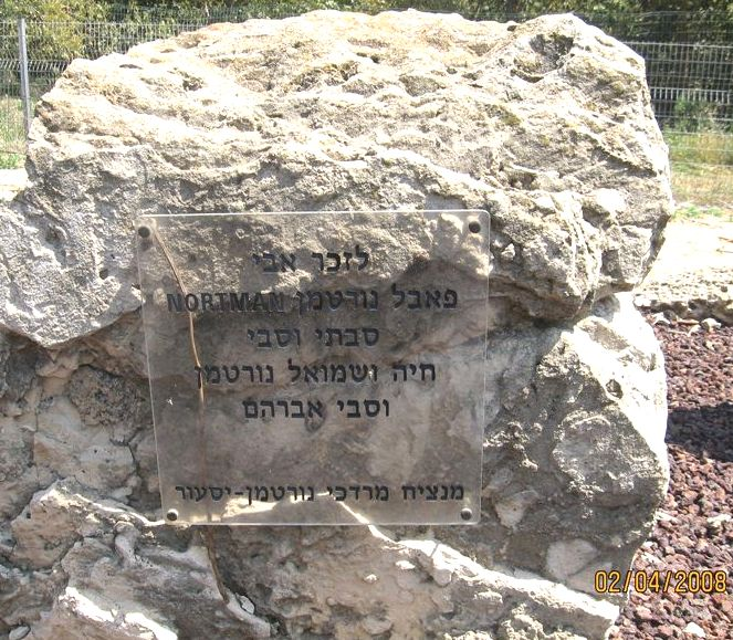 תמונה 68- 168 - אבן זכרון למשפחת מרדכי נורטמן-יסעור