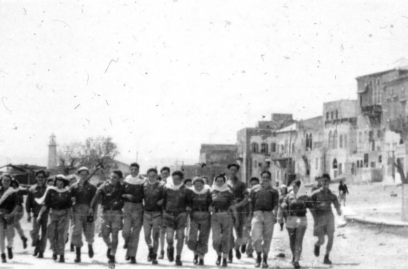שקופית 2- 201 -ג'ש 1950-3-קב' יסעור בטיול