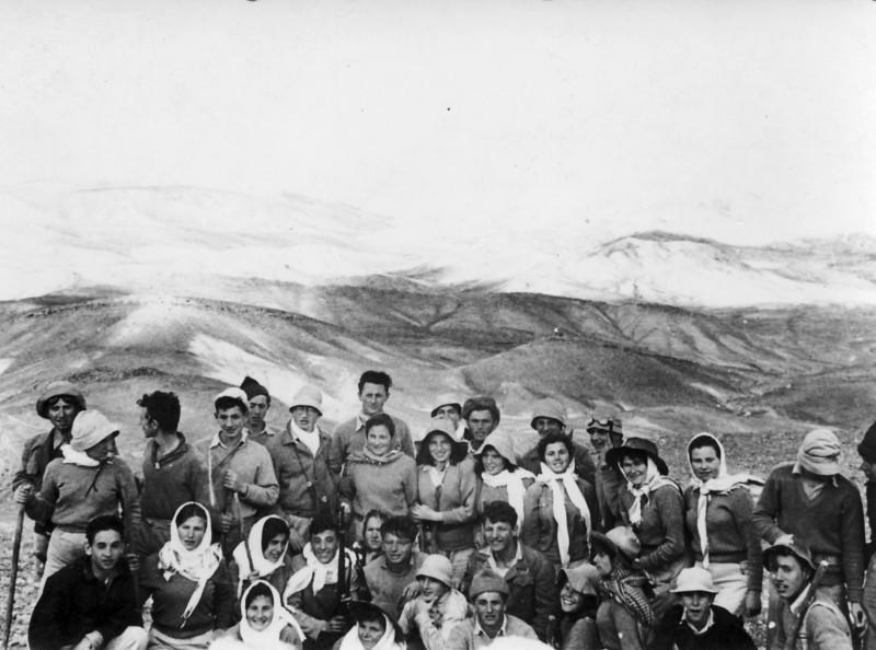 תמונה 1- 102 - קבוצת יסעור בטיול בדרום - תחילת שנות ה-50