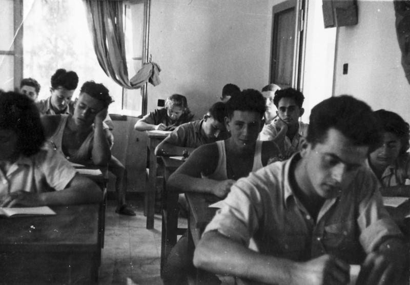 תמונה 2- 102 - יסעור בכיתה - יצחק מילר מרק דזובק דב כספי