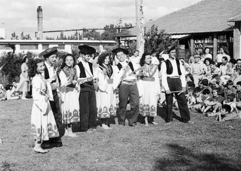 תמונה 3- 262 - קבוצות שבלים ויסעור ברקודי עמים שנות ה-50 - שלומית זכאי אברשקה יסעור מלכה שבלים דו
