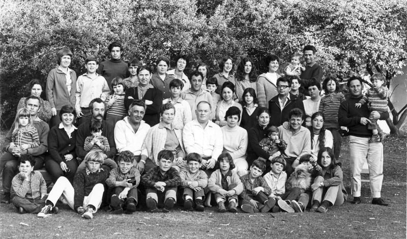 תמונה 5- 62 - בוגרי יסעור וניצנים ומשפחותיהם - חג הקבוץ 1971