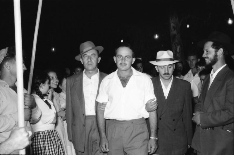תמונה 9- 1210 -ג'ש 1960-5-בחתונה של איציק מילר (יסעור) ורחל