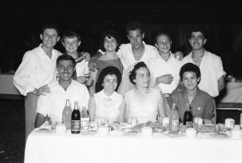 תמונה 12- 1210 -ג'ש 1960-5-בחתונה של איציק מילר (יסעור) ורחל