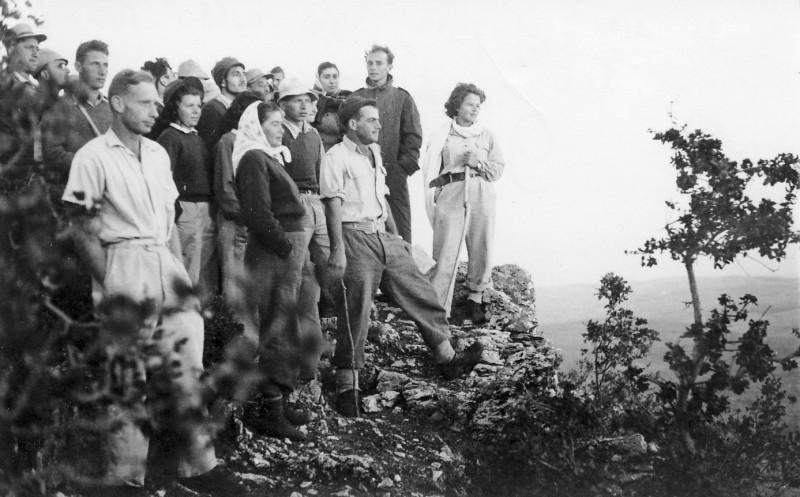תמונה 13- 272 - טיול השלמה ויסעור לצפון שנות ה-50 - ארנון מגן מרים רז ברכה ויוסל כהן יוסף שאלתיאל