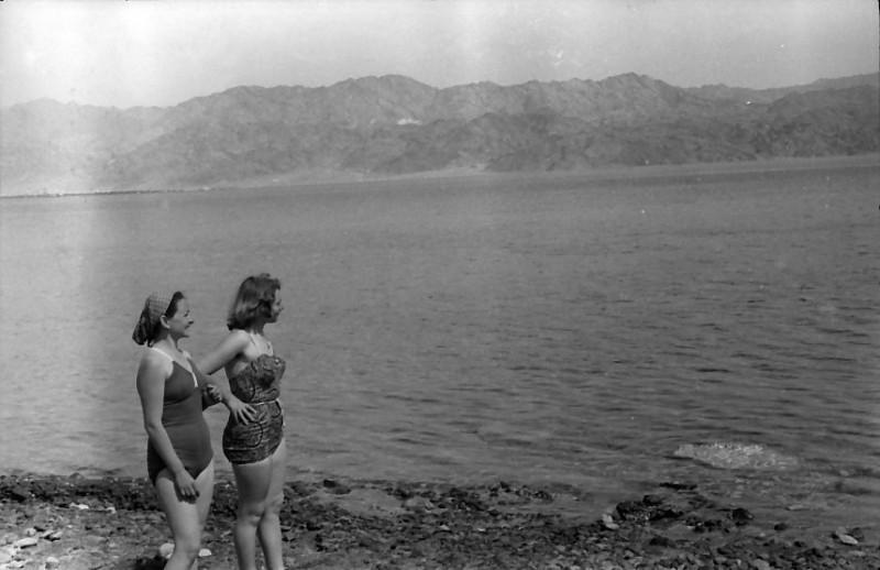 תמונה 13- 740 -ג'ש 1956-טיול קבוץ לאילת-סבינה-קב' יסעור לאה ולאך