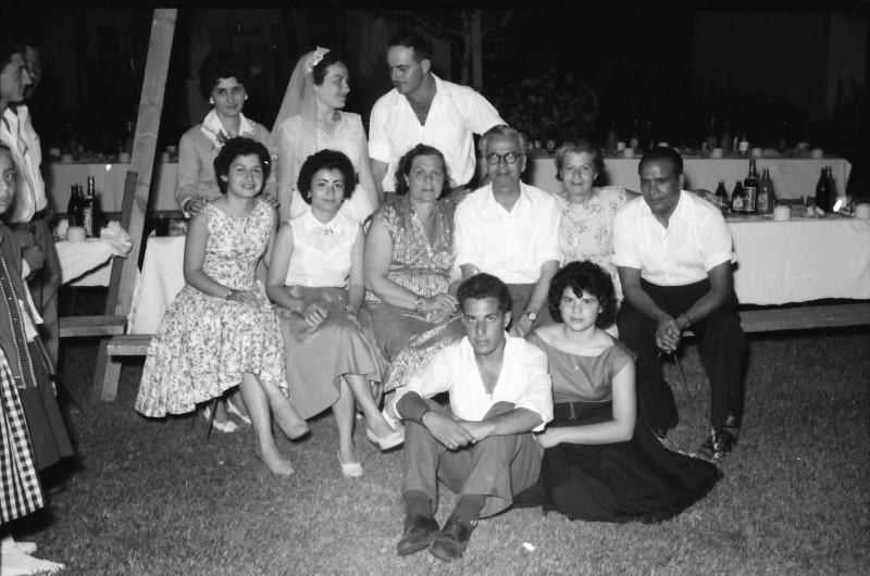 תמונה 13- 1210 -ג'ש 1960-5-בחתונה של איציק מילר (יסעור) ורחל