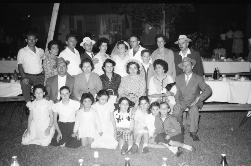 תמונה 14- 1210 -ג'ש 1960-5-בחתונה של איציק מילר (יסעור) ורחל