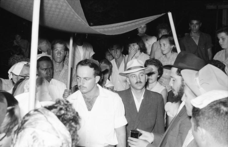 תמונה 16- 1210 -ג'ש 1960-5-בחתונה של איציק מילר (יסעור) ורחל-מאחור-יוסי גילאי